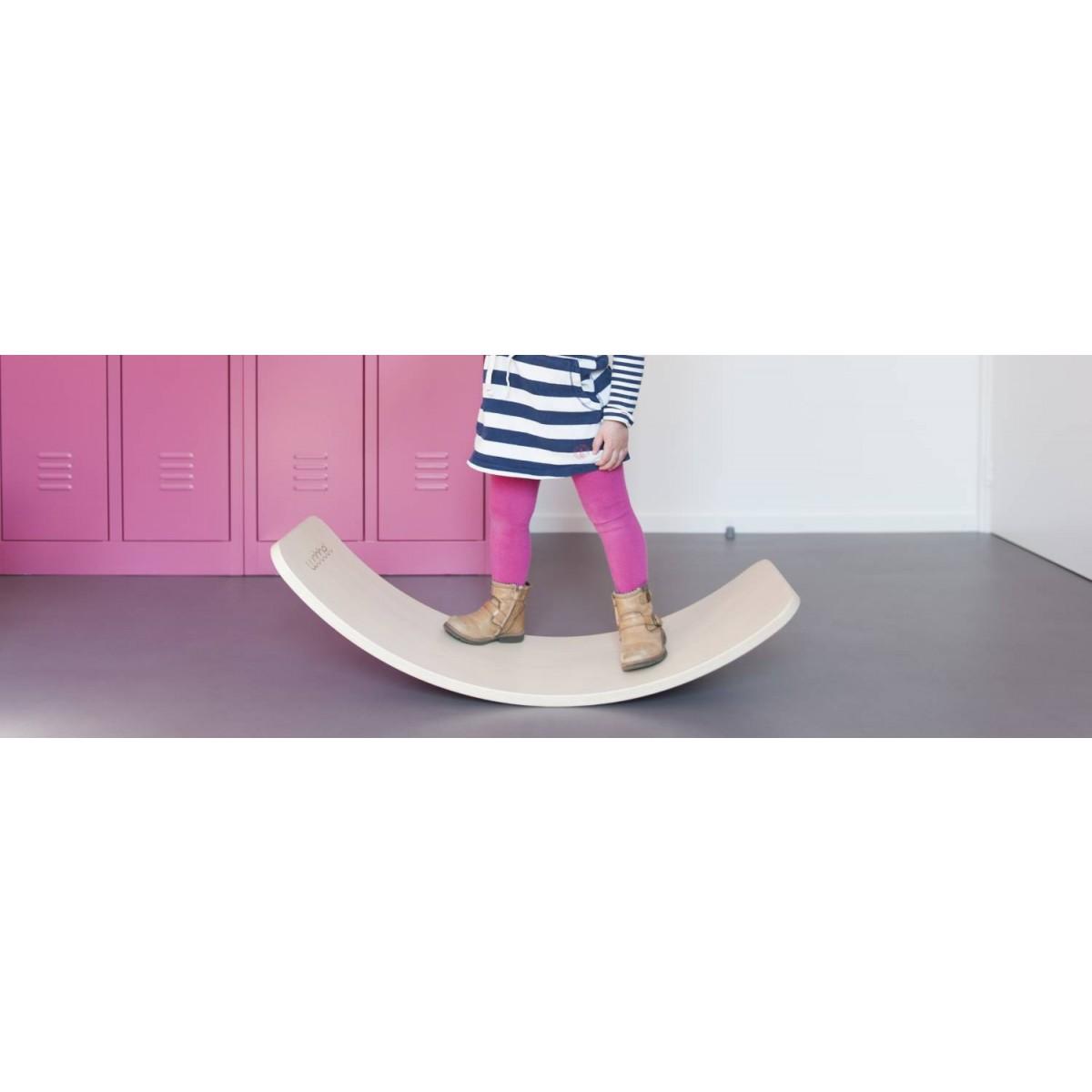 wobbel board in natur lackiert beim holzspielzeug profi. Black Bedroom Furniture Sets. Home Design Ideas