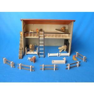 Beck Bauernhof / Stall mit tollem Zubhör, ohne Tiere - Holzspielzeug Profi