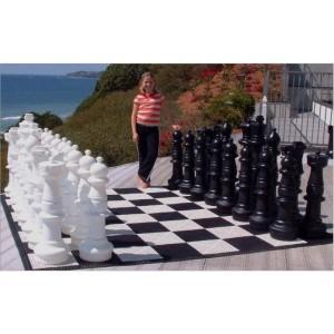 Übergames Giga Riesen Schachfiguren 90cm im Einsatz 2 - Holzspielzeug Profi